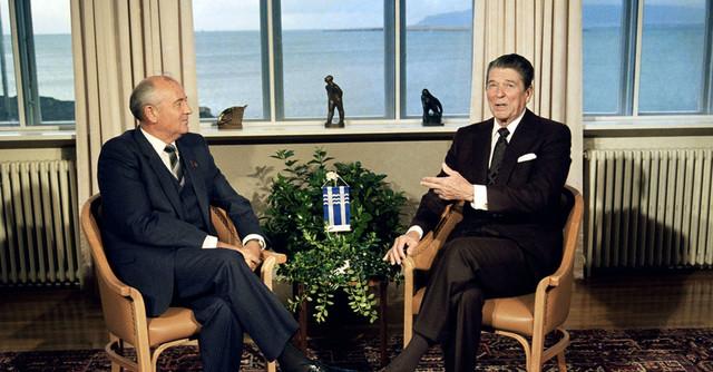 Начало капитуляции Горбачёва